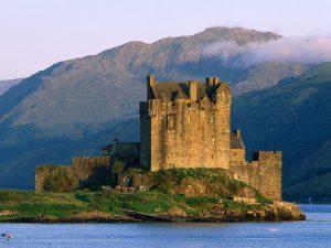 Eilean_Donan_Castle_Near_Do