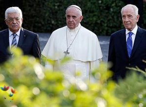 403x296_269940_pope-peres-and-abbas-hold-vatica