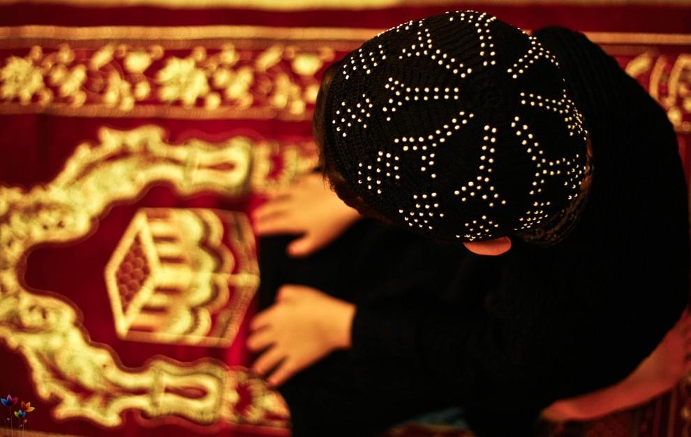Во время молитвы зеваю